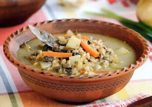zupa ze świeżymi grzybami i ziemniakami