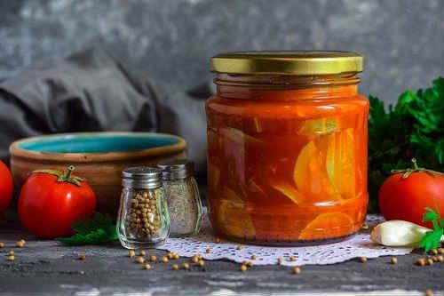 cukinia w sosie pomidorowym