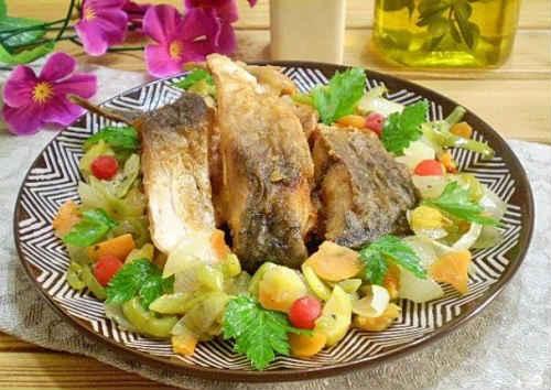 ryba smażona na patelni