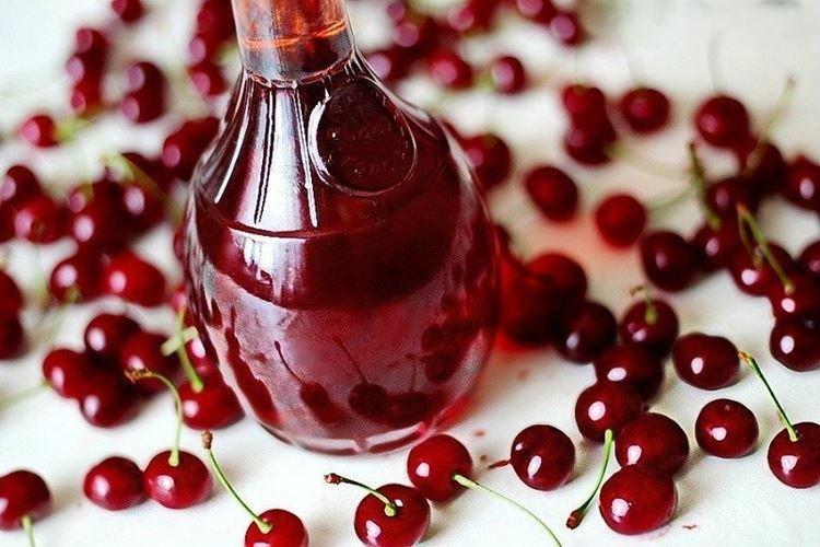 Domowe wino pestkowe wiśniowe - przepis jak zrobić