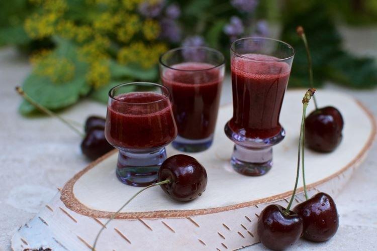 Domowe wino wiśniowe bez wody - przepis jak zrobić