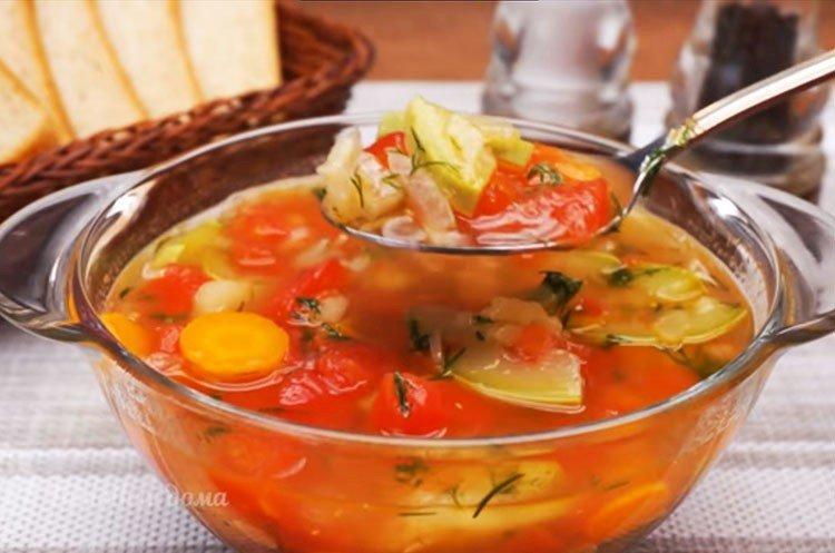 Zupa jarzynowa z cukinią - przepis krok po kroku ze zdjęciem