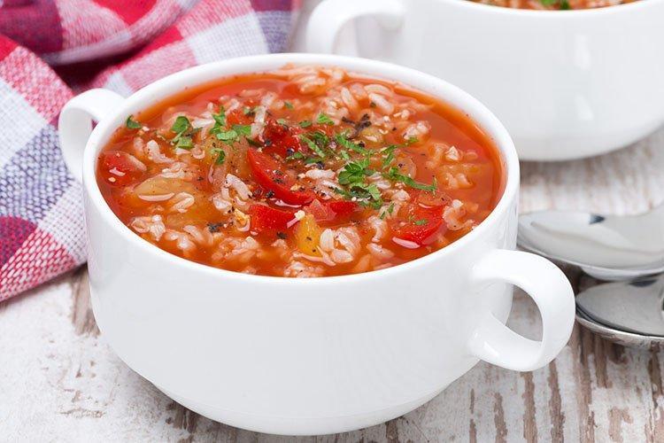 Zupa pomidorowa z warzywami - przepisy kulinarne