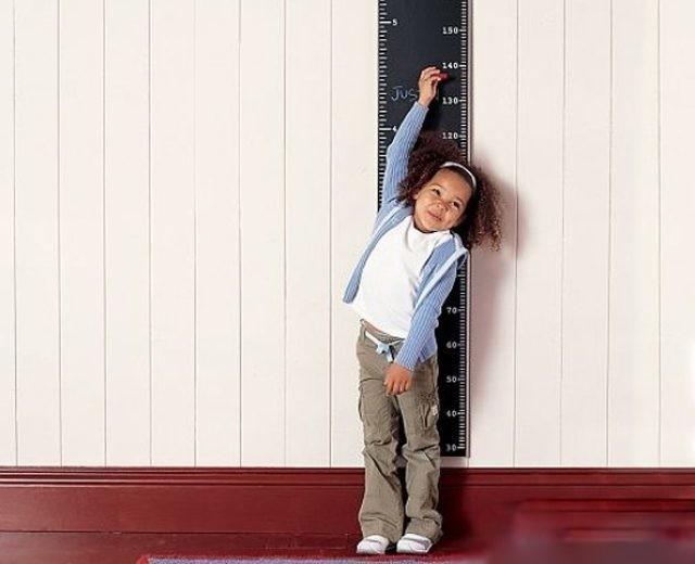 Musisz mierzyć wzrost i wagę dzieci co najmniej raz na sześć miesięcy, niemowlęta - co tydzień (zdjęcie: www.joke24x.ru)