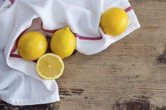 3 wskazówki dotyczące używania soku z cytryny do prania